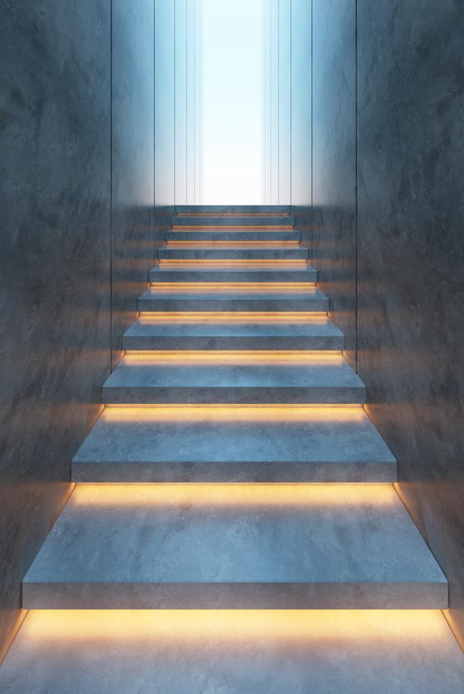 escaleras interiores iluminadas
