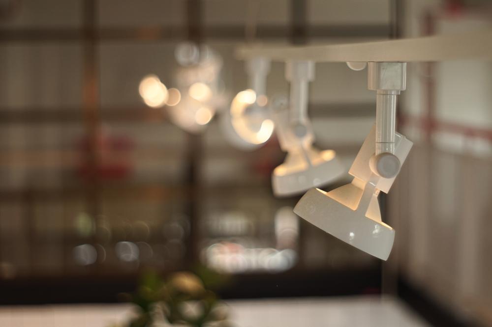 perfil de aluminio para iluminación LED vs foco LED