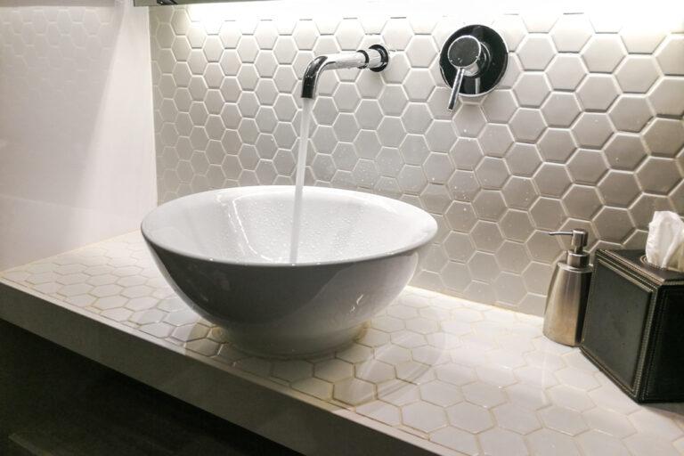 reformar el baño tu mismo: cambia la luz