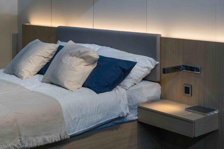 Dormitorio de matrimonio moderno cabecero