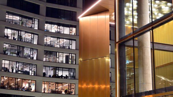 Perfil tira LED para alturas en edificios