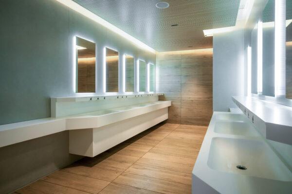 Tira LED ALTO BRILLO para baños públicos