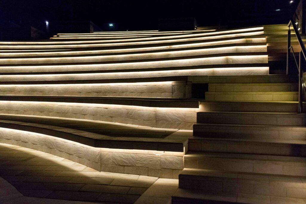 Tira LED exterior manguera emisión una cara para escaleras